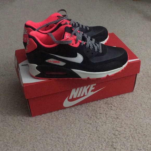 huge discount a3f7b 0c603 Nike Shoes | Air Max 90 Size 6y | Poshmark